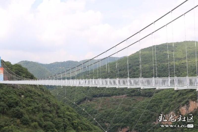 """昆明暑期新""""趣""""处,西游洞风景区""""网红""""5d玻璃桥试运营"""